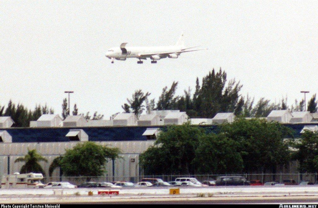 DC-8 with Door open