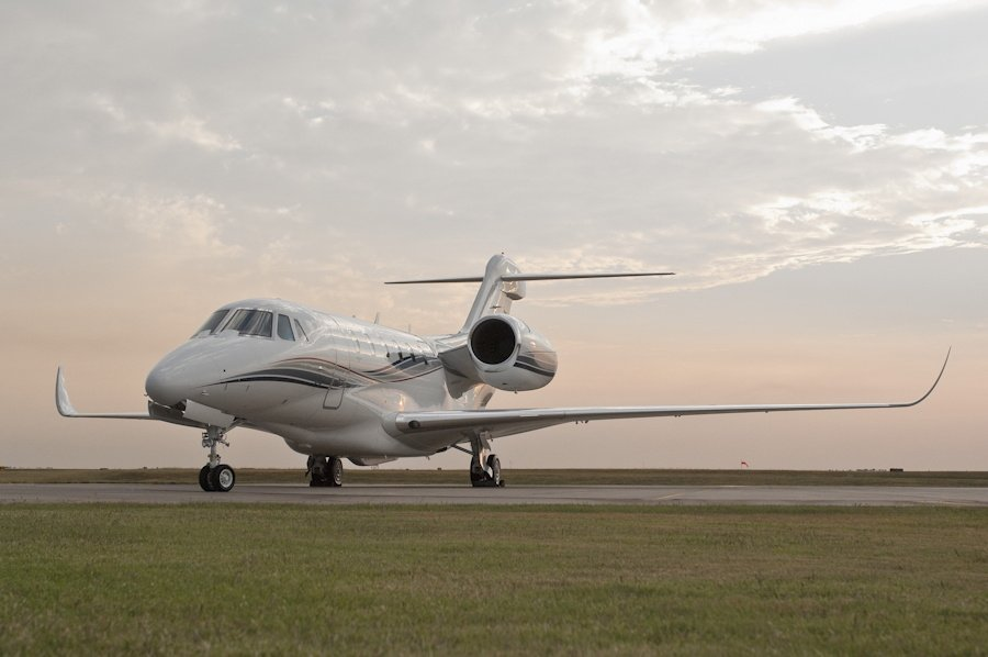 Cessna Citation X, demonstrating low wing and short gear